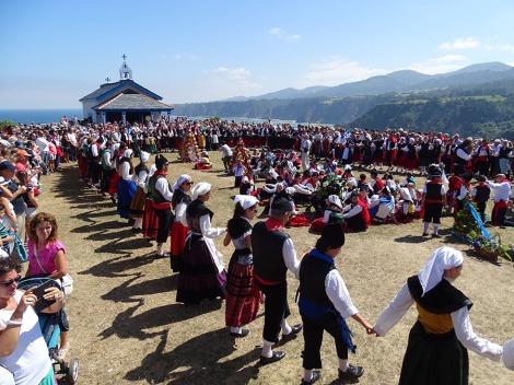 Spanish Festivals La Regalina in Asturias photo which shows regional customers and beautiful scenary